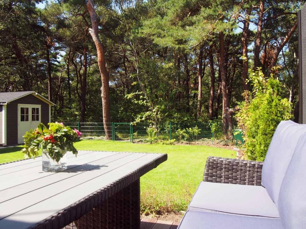 Ferienhaus Dünenwald Terrasse mit Blick auf den Dünenwald